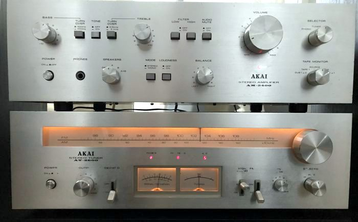 Akai AM-2400-AT-2600-1.jpg